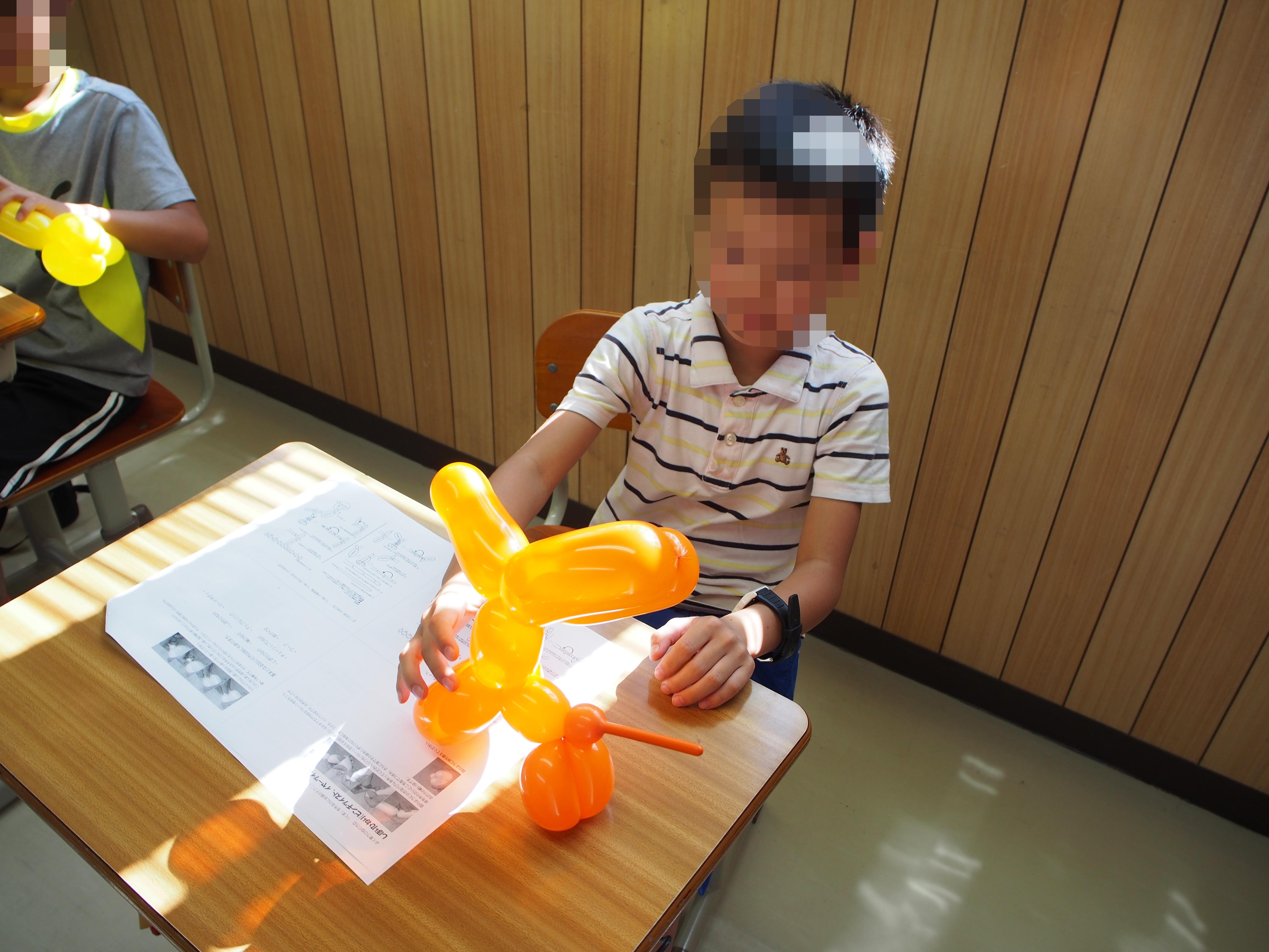 小学生理科実験教室「バルーンアートにチャレンジ!」を行いました(川越市の学習塾 トーゼミ笠幡校)
