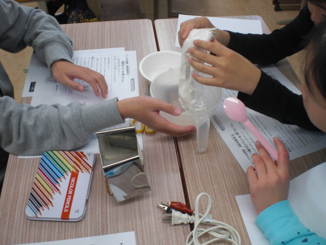 小学生理科実験教室「電気の力で電気パンを作ろう!」(学習塾トーゼミ 高坂校)