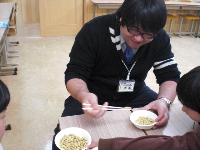 小学生対象「豆まきパーティー」実施(学習塾トーゼミ 高坂校)